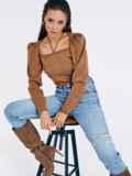 Бежевый джемпер мелкой вязки с завязками на шее 53029, фото 4