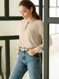 Бежевая блузка с фигурным вырезом горловины 52881, фото 2