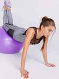 Комплект для фитнеса серого цвета из топа и лосин 44711, фото 3