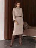 Платье приталенного силуэта с поясом бежевое 55665, фото 2