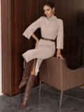 Платье приталенного силуэта с поясом бежевое 55665, фото 1