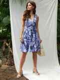 Платье приталенного силуэта с принтом и воланом по низу голубое 53703, фото 2