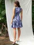 Платье приталенного силуэта с принтом и воланом по низу голубое 53703, фото 3