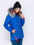 Зимняя куртка с удлиненной спинкой и капюшоном синяя 40912, фото 3