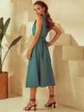 Приталенное платье из льна с фигурным вырезом зеленое 53873, фото 6
