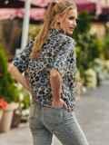 Серая блузка из штапеля с принтом и коротким рукавом 54637, фото 4