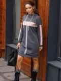 Спортивное платье из трехнитки с капюшоном графитовое 52624, фото 2