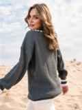 Серый свитер свободного кроя с контрастными вставками 41576, фото 2
