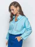 Голубая блузка со стразами и удлиненной спинкой 39738, фото 2