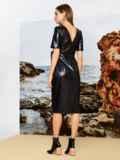 Платье приталенного кроя из эко-кожи с разрезом чёрное 42336, фото 2