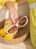 Бежевые очки закругленной формы с массивными дужками 54178, фото 3