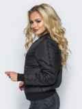 Демисезонная куртка черного цвета с бусинами на рукавах и карманах 14686, фото 2