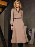 Бежевое платье с треугольным вырезом и расклешенной юбкой 52665, фото 5