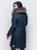 Зимняя куртка тёмно-синего цвета с мехом на капюшоне 15198, фото 2
