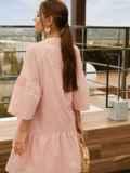 Свободное платье из прошвы с воротником-стойкой розовое 54162, фото 3