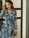 Принтованное платье из шифона с запахом и воланом по низу голубое 53104, фото 2