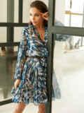 Принтованное платье из шифона с запахом и воланом по низу голубое 53104, фото 4