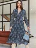 Шифоновое платье с принтом и лифом на запах черное 54975, фото 3