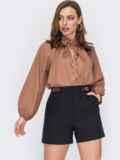 Свободная блузка с рюшей на воротнике и завязками бежевая 53290, фото 2