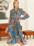 Шифоновое платье с геометрическим принтом и воротником-аскот коричневое 53078, фото 2